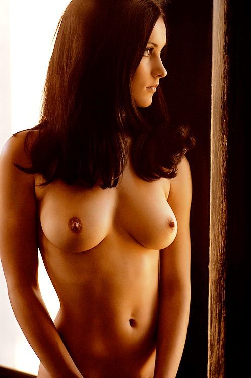 Tittenbilder von hübsche Brünetten Frau